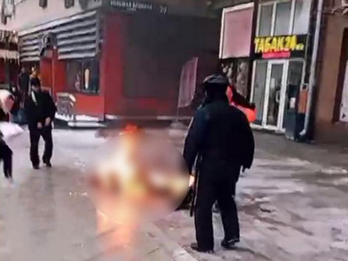 В Москве мужчина поджег себя