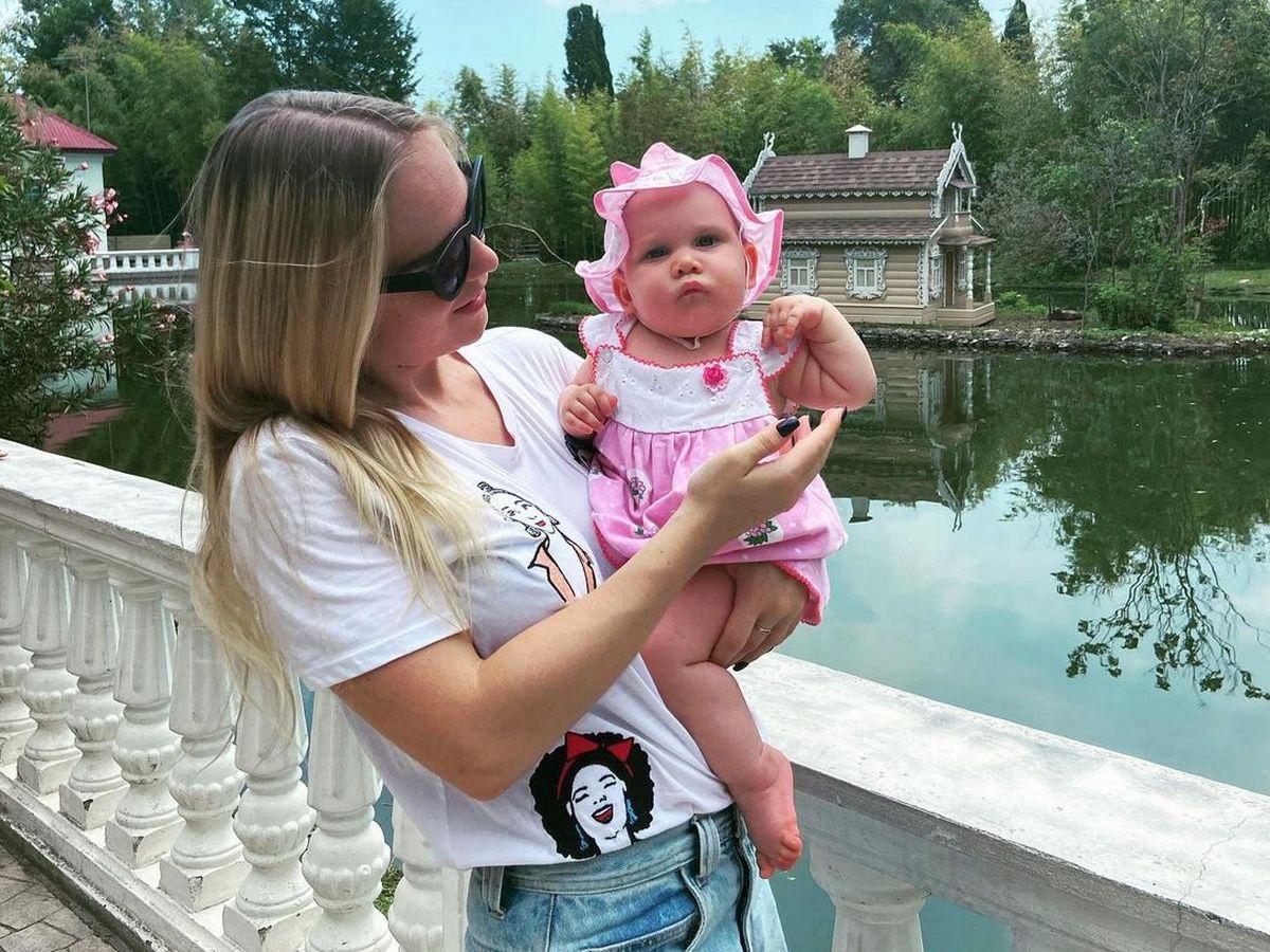 Молодая мать из России прославилась в Сети, благодаря