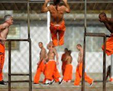 Сотрудники тюрьмя истязали заключенных, заставляя слушать нон-стоп детскую песню