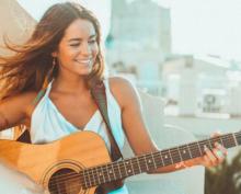 Певица записывала видео для подписчиков, когда её волосы внезапно вспыхнули