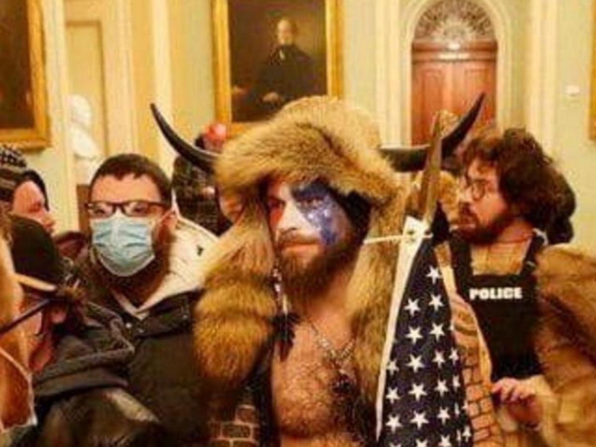 В США арестовали штурмовавшего Капитолий «викинга»