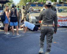 На Бали туристы без масок вместо выплаты штрафов выполняют отжимания