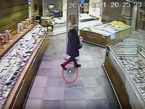 В Неаполе ищут мужчину, потерявшего бриллианты в супермаркете