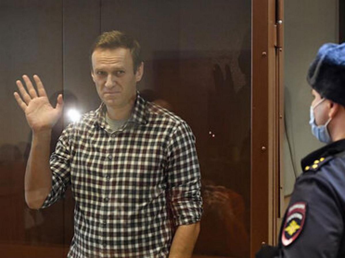 Навальному назначили штраф по делу о клевете на ветерана
