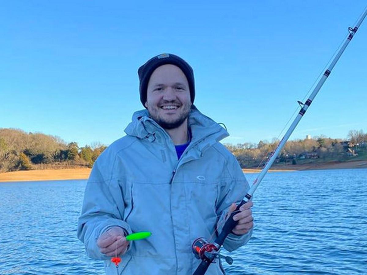 Рыбак выловил гигантскую рыбу и стал интернет-звездой