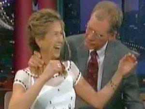Фанаты Дженнифер Энистон обсуждают, как Дэвид Леттерман облизал ее волосы