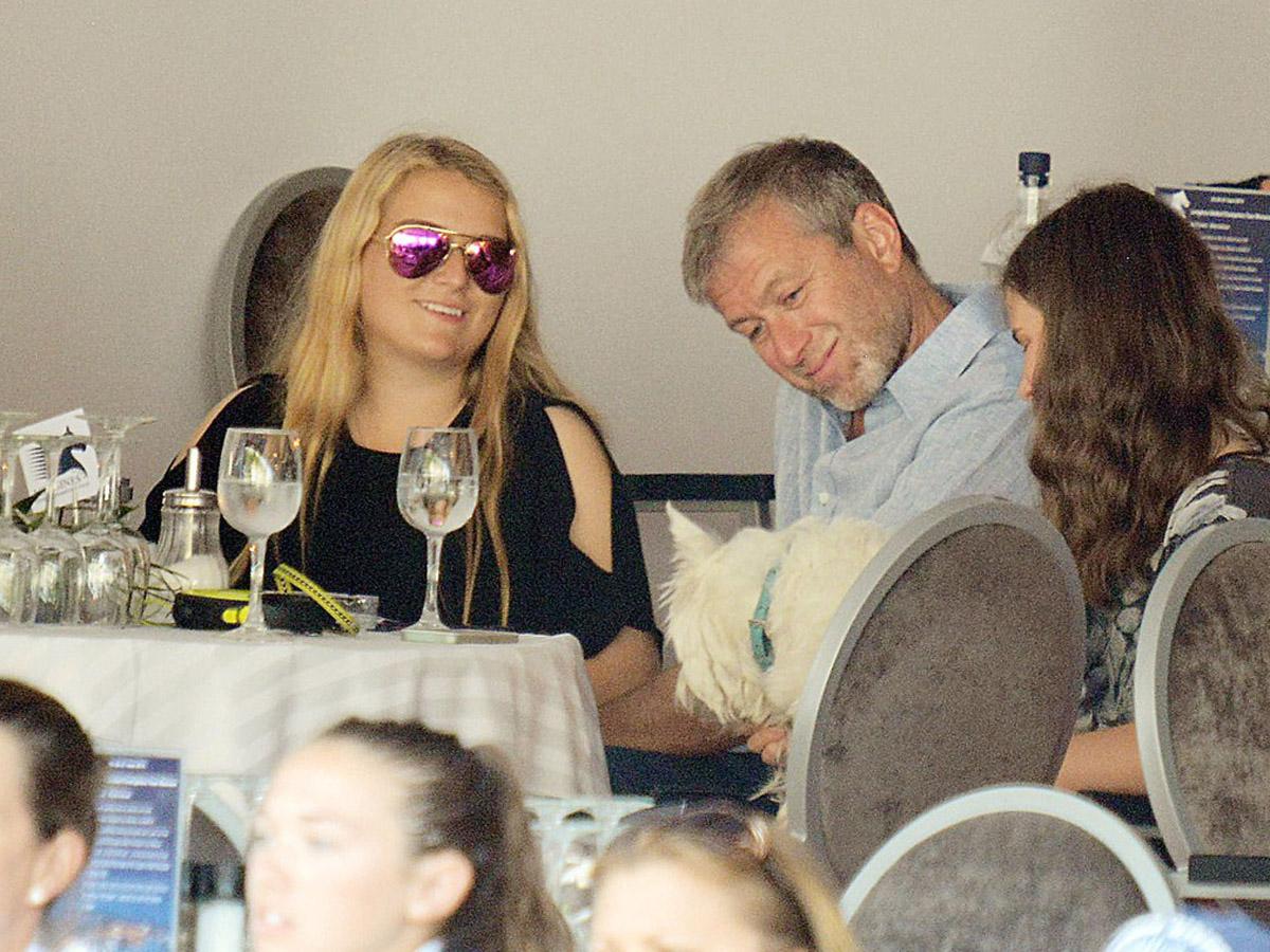 Дочь олигарха Абрамовича выложила пикантное фото с женихом