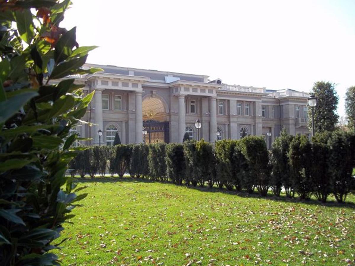 """СМИ: рядом с """"дворцом Путина"""", где строят аквапарк, находятся поместья людей из его ближнего круга (ФОТО)"""