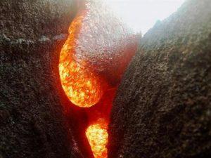 Камера GoPro, которую поглотила лава, сняла видео и собрала более 9,5 млн просмотров