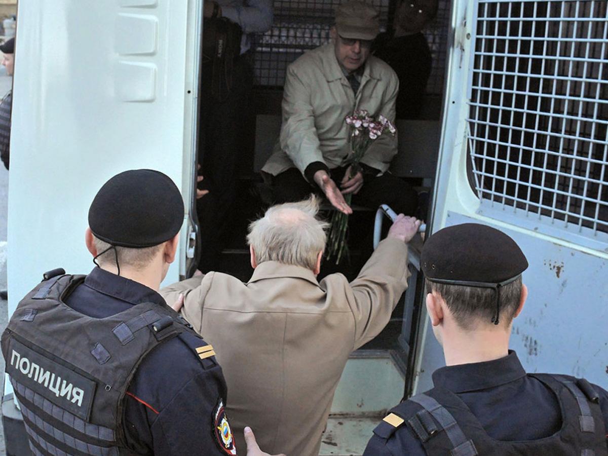 Госдума повысит штрафы занеповиновение силовикам намитингах