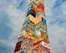 Видео строительства самой высокой башни Lego собрало более 50 млн просмотров