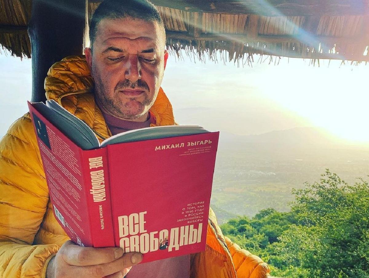 «Детство кончилось, парни»: Максим Виторган осудил жестокость омоновцев