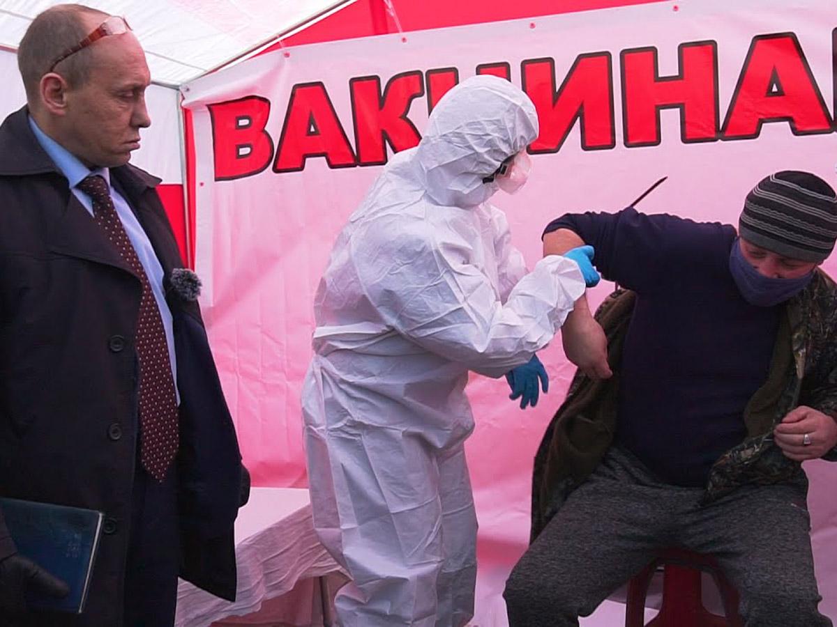 Фейковый депутат Наливкин взялся за вакцинацию: новое видео набрало 500 тыс. просмотров за сутки (ВИДЕО)