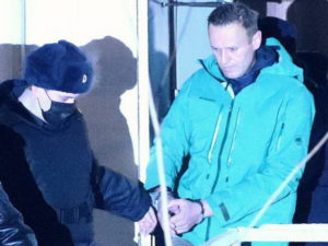 Навальный этапирован из СИЗО