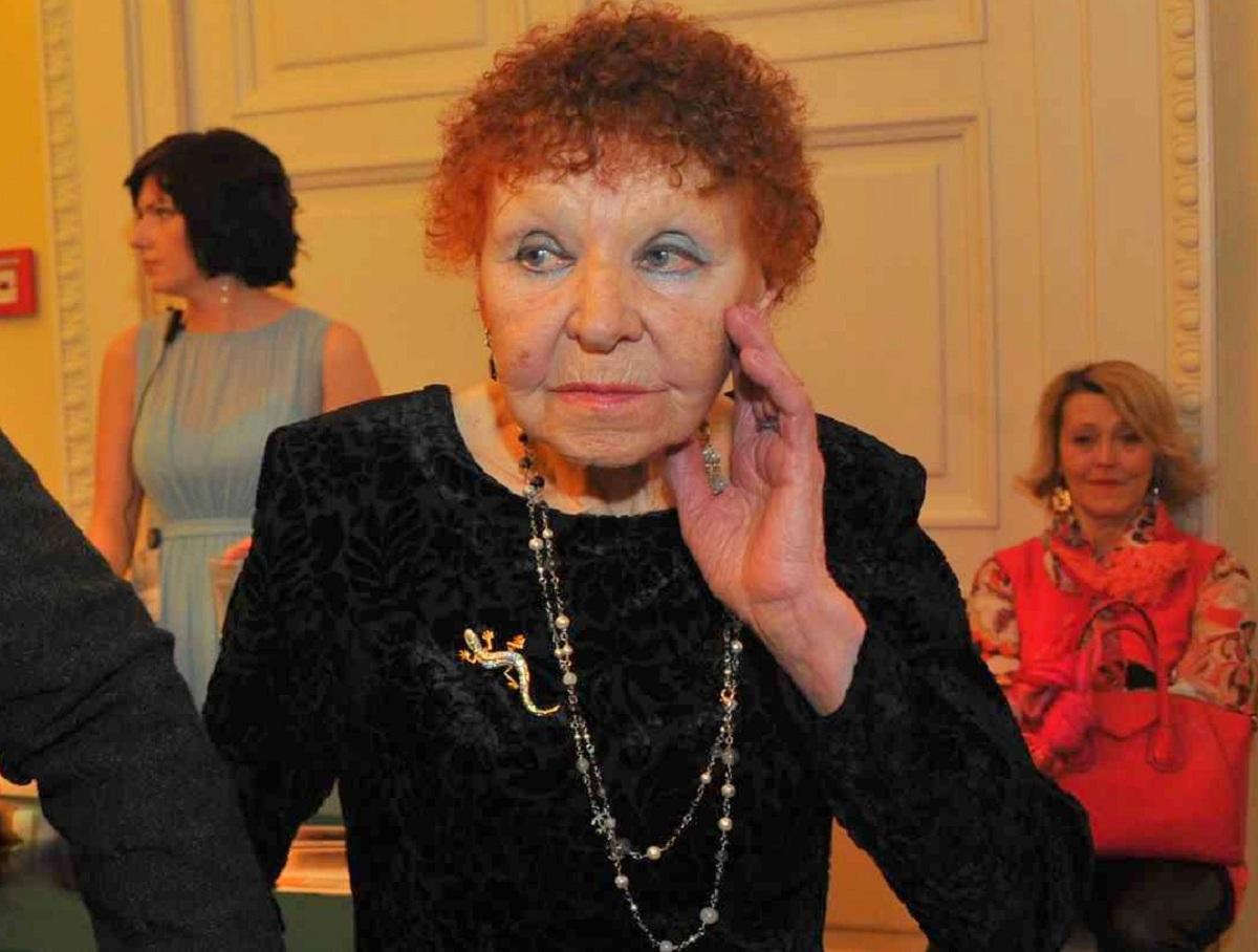 СМИ: 91-летняя бабушка Ивана Урганта проводит дни в одиночестве