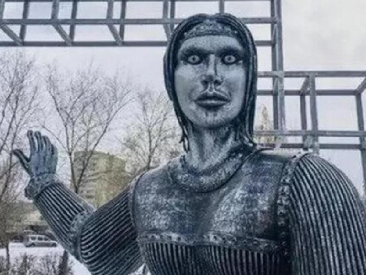 Уродливый памятник Аленке продали за 2,6 млн рублей