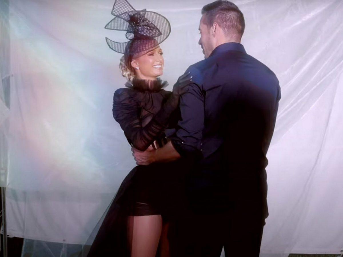 Пэрис Хилтон снялась в клипе обнаженной и с реальным бойфрендом