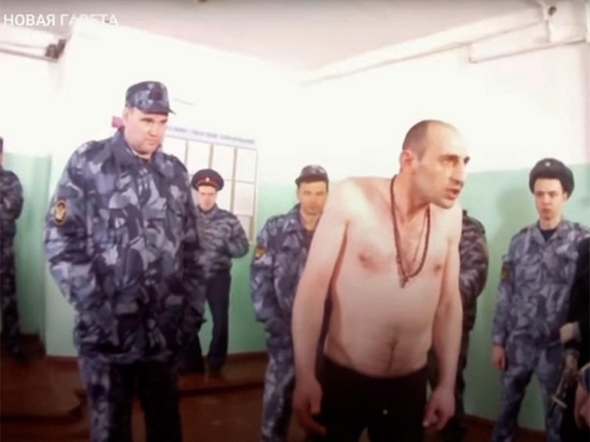 """""""Новая газета"""" показала новые видео пыток в ярославской ИК-1: один из заключенных из ролика умер через месяц (ВИДЕО)"""