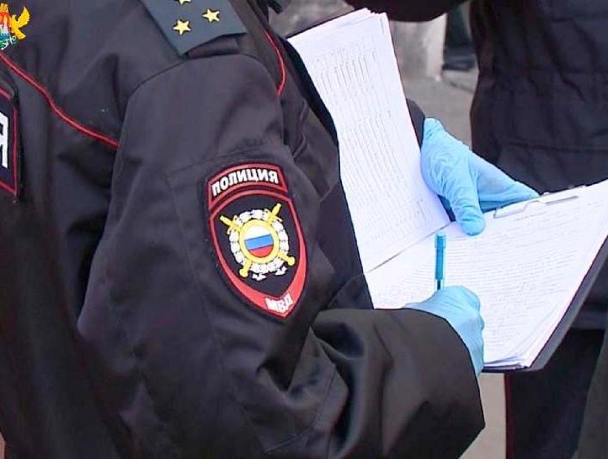 В России полицейский оштрафовал родственников для выполнения плана