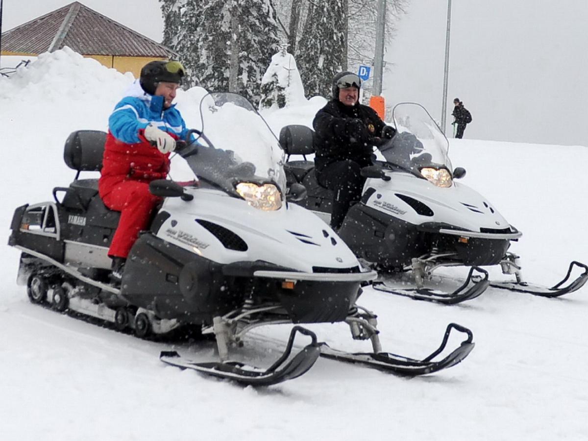 Путин и Лукашенко покатались на лыжах и снегоходах в Сочи: видео гонок появилось в Сети (ВИДЕО)