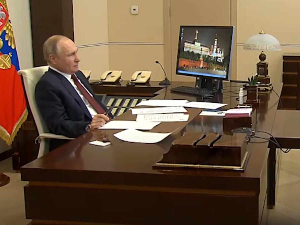 Ученые пожаловались Путину на низкие зарплаты