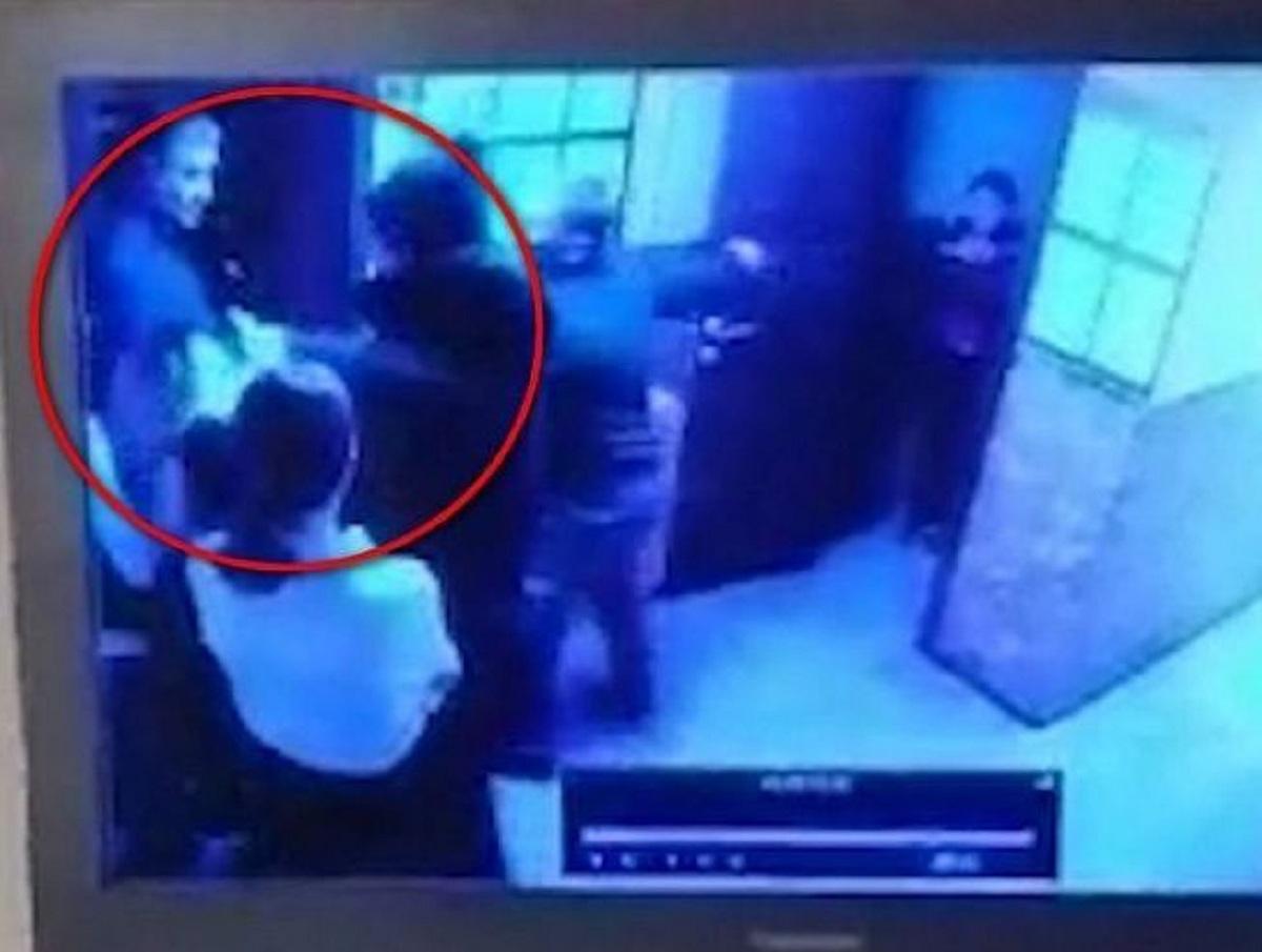 Полковник Росгвардии в Бурятии пытался затолкать деньги в рот официантке