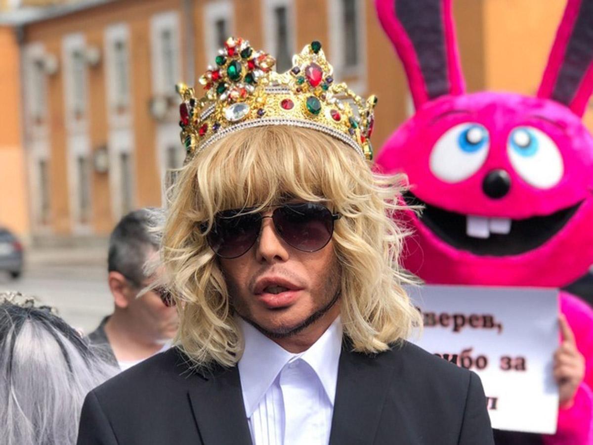 Сергей Зверев шокировал фанатов фото из дембельского альбома