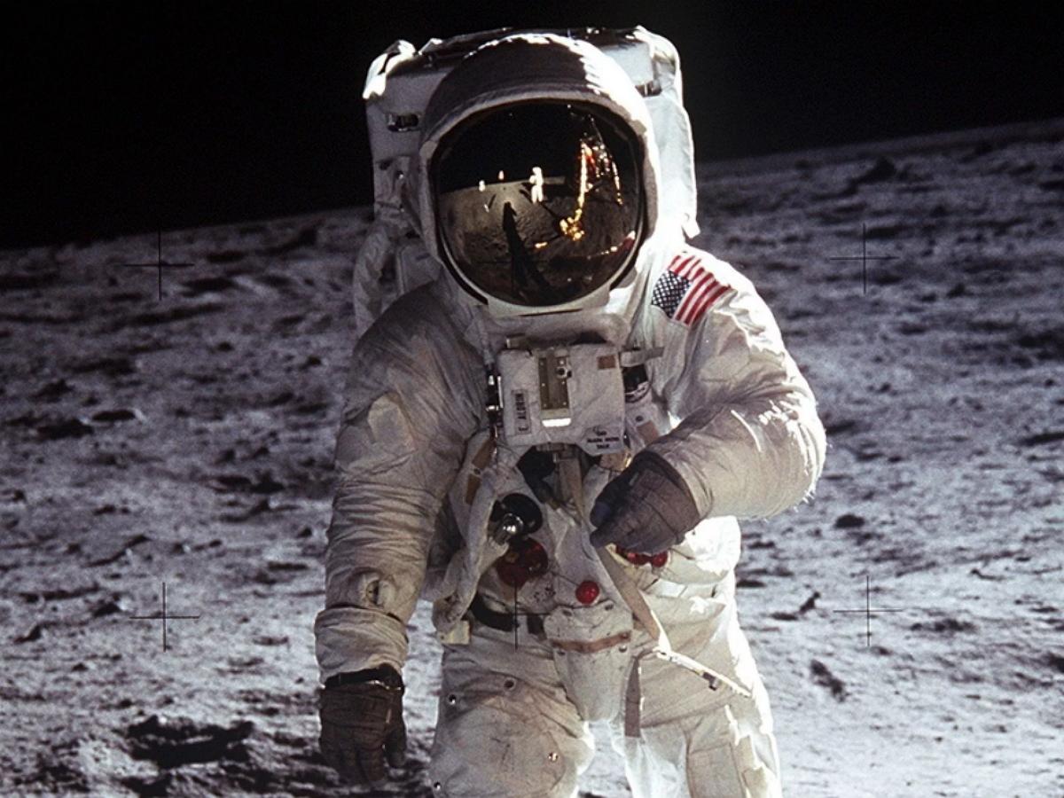 В КНР из-за аномальной странности лунного грунта подвергли сомнениям высадку астронавтов США на Луну