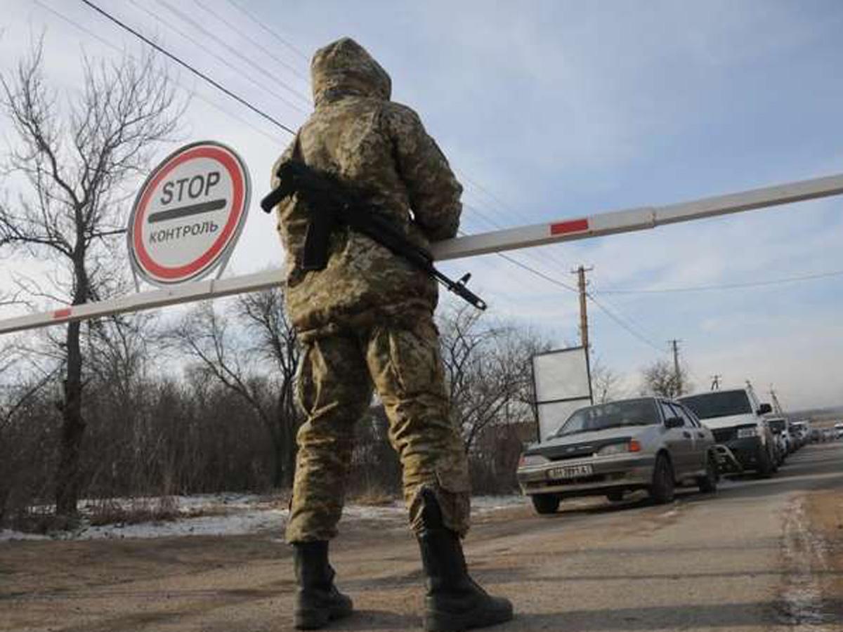 В Донбассе застрелили пытавшегося прорваться через блокпост водителя