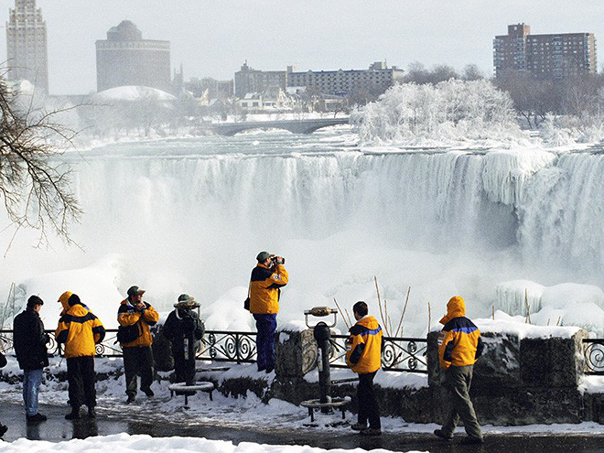В США из-за аномальных морозов снова обледенел Ниагарский водопад