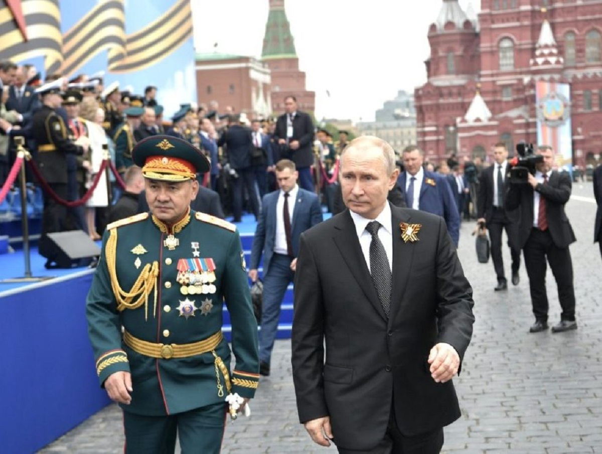 В Кремле объяснили, почему Путин еще не генерал