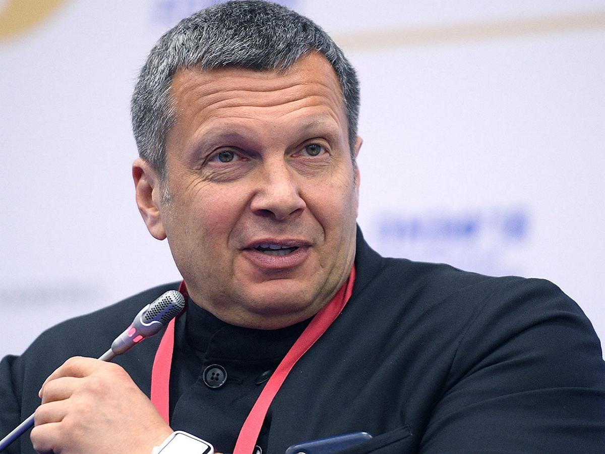 «Дали подышать в пакетик»: на программе Соловьев выдвинули версию о пытках волонтера штаба Любови Соболь