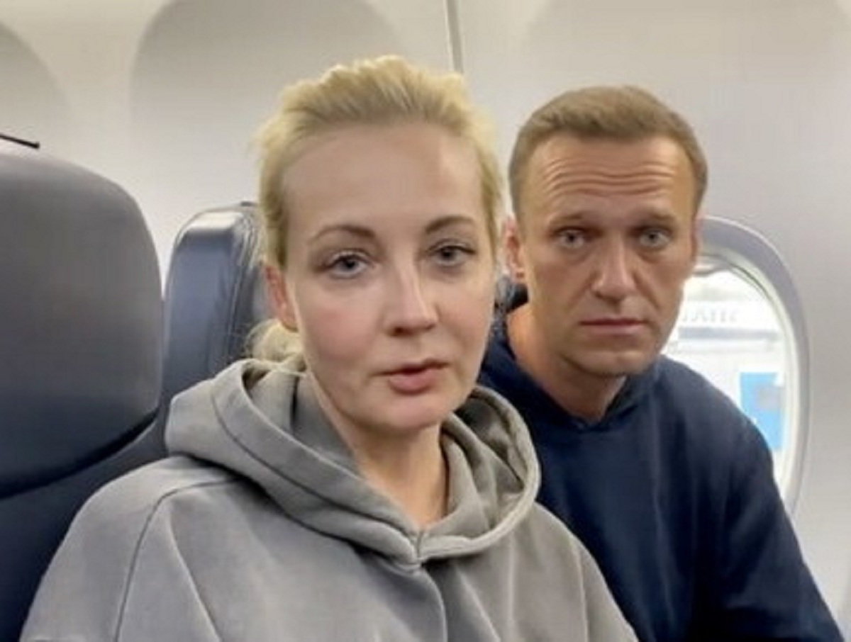 СМИ: с изъятого полицией телефона Юлии Навальной приходят сообщения