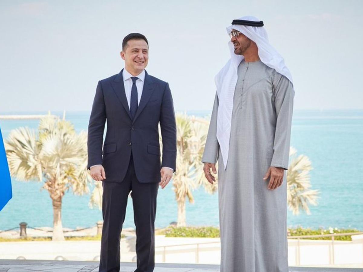 СМИ: Зеленский опозорился из-за подарка эмиру Дубая