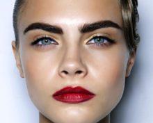 Видео, запечатлевшее эволюцию моды на женские брови, посмотрели 13 млн человек