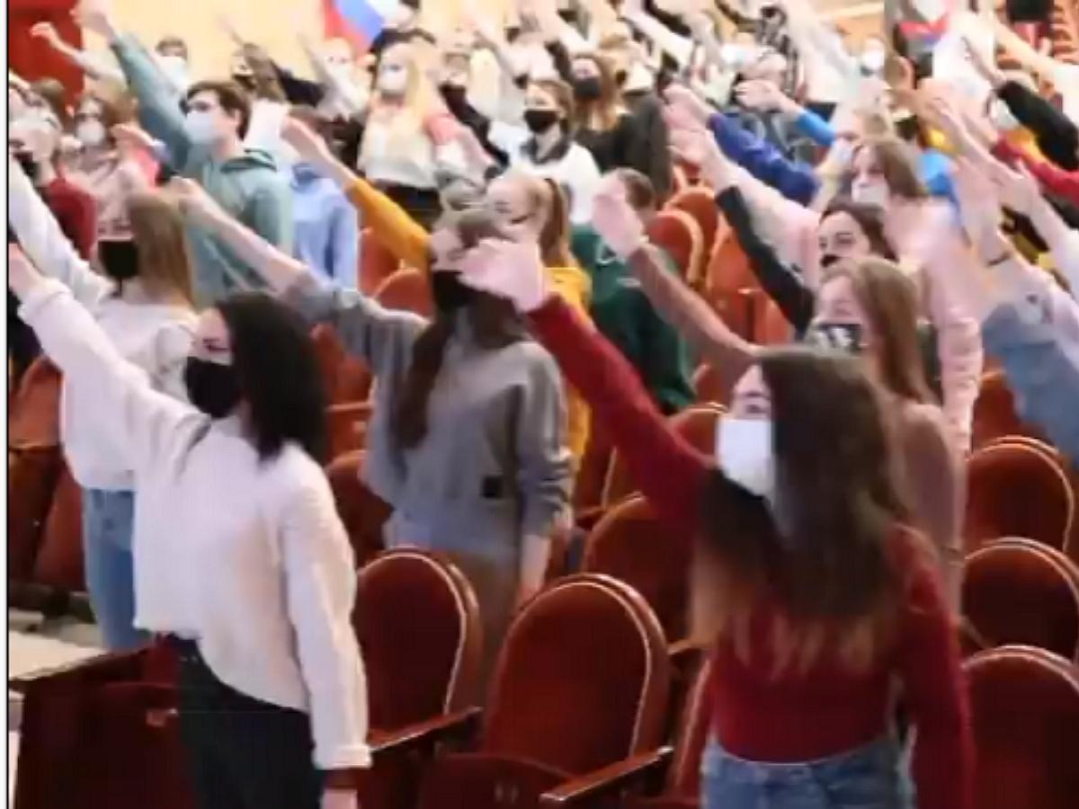 СМИ: студентов из Москвы и Белгорода обманом привлекли к съемкам флешмобов в поддержку Путина