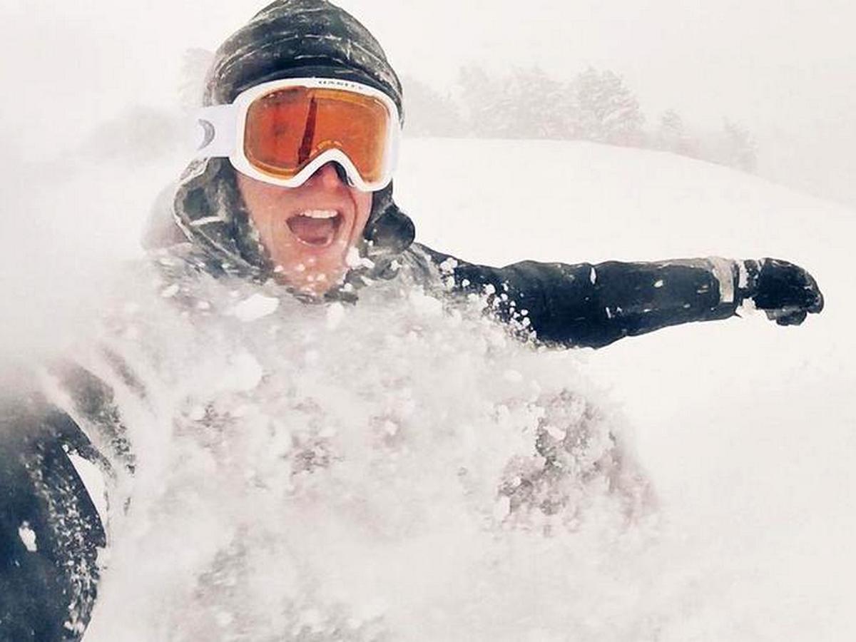 Фрирайдер, покоривший заваленную снегом Москву, стал интернет-звездой