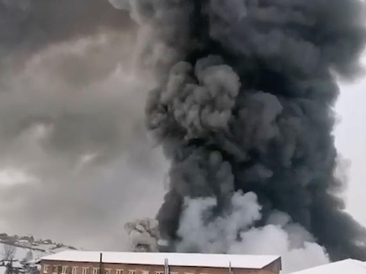 на горящем складе в Красноярске погибли трое пожарных