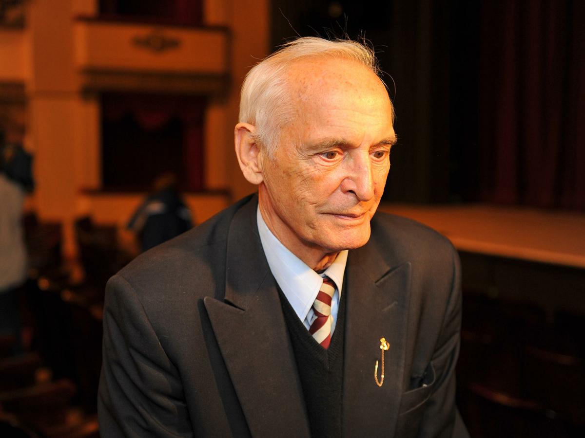 СМИ: перед смертью Лановой работал на мошенников