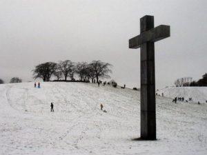Власти Стокгольма запретили горожанам кататься на санках на кладбище