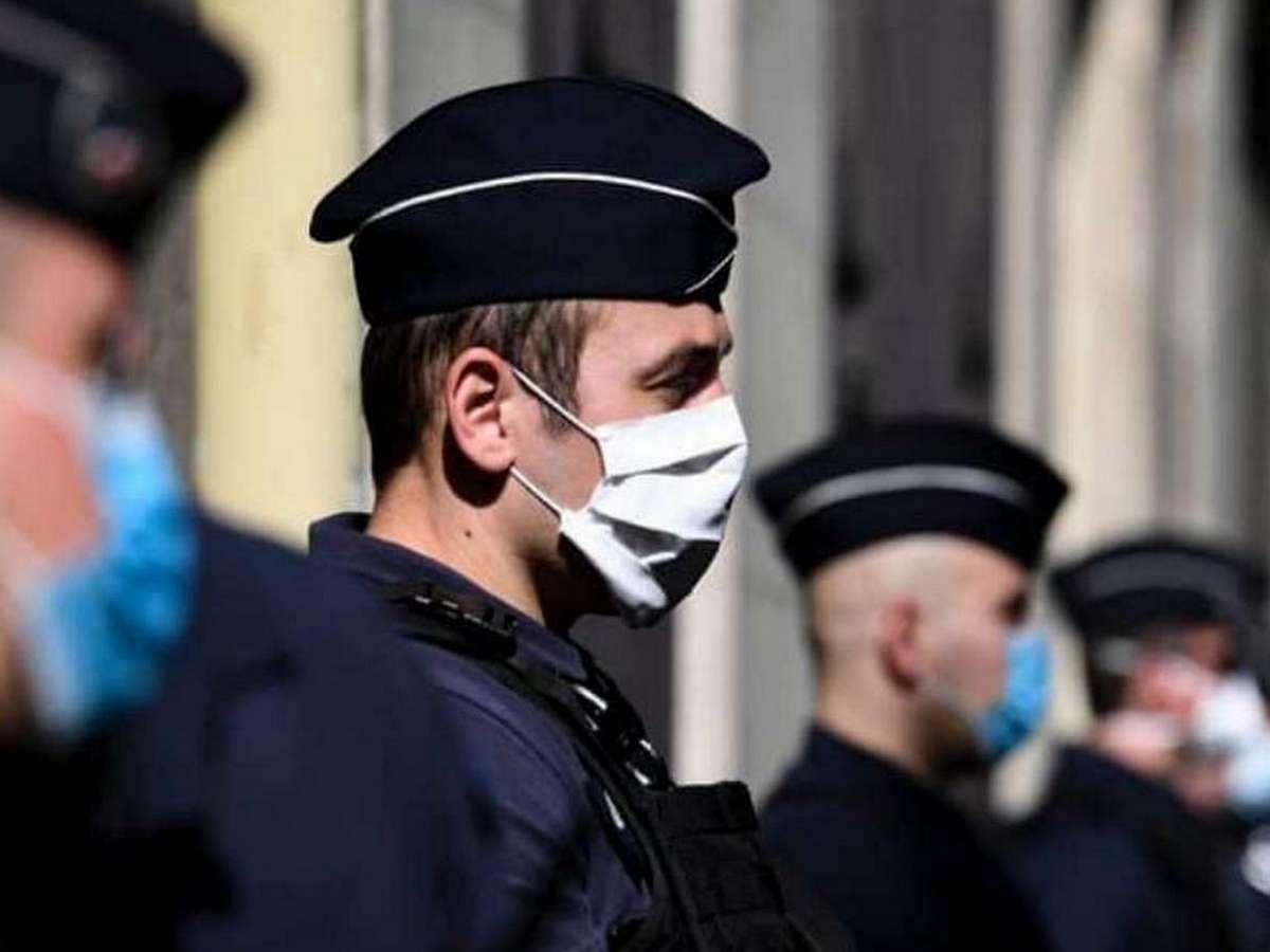 Несколько десятков полицейских нарушили общественный покой, устроив танцы на улице без масок