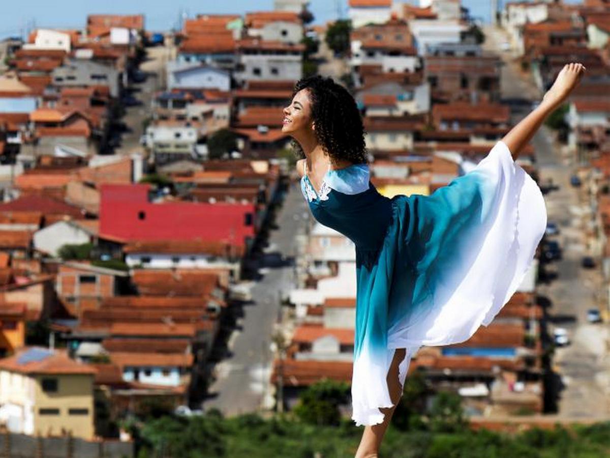 Девушка, родившаяся без рук, счастлива, открыв для себя балет