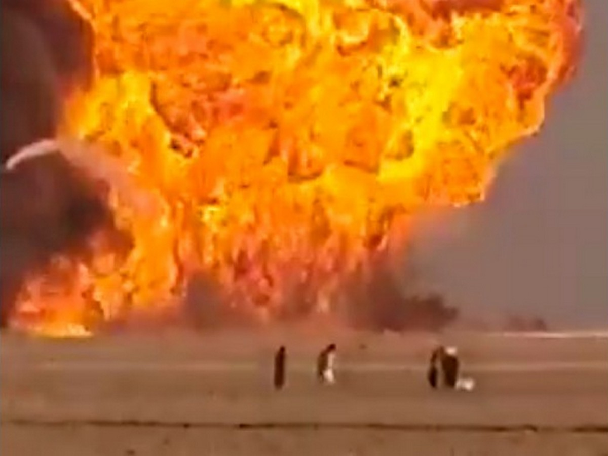 Взрыв бензовозов на границе Афганистана и Ирана сняли на видео
