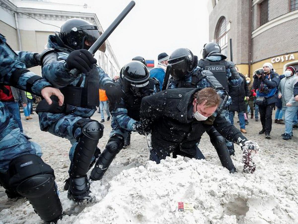 Жесткие задержания в Москве