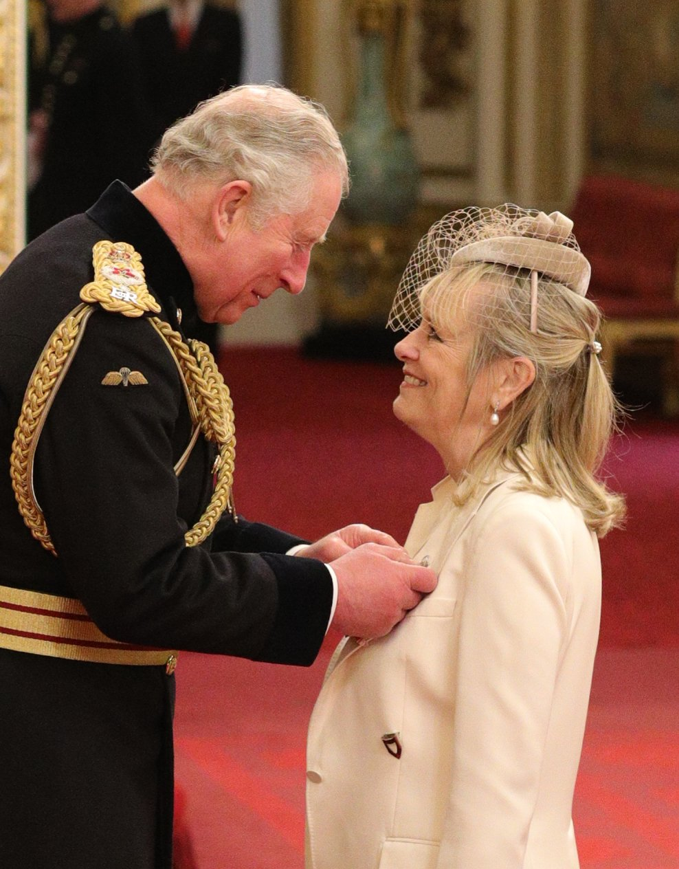 Знаменитости, которых награждали в Букингемском дворце