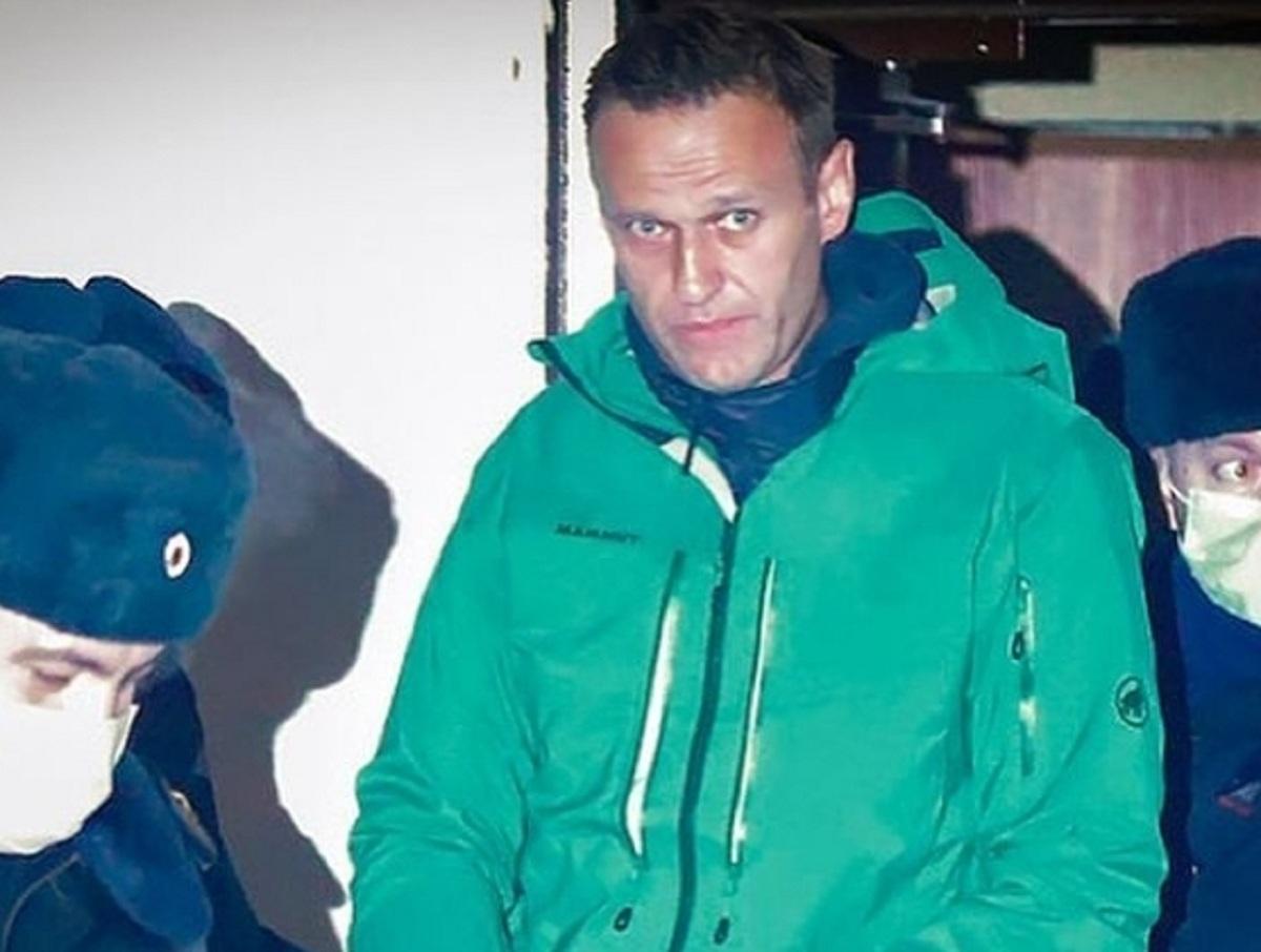 «Настоящий концлагерь»: наголо бритый Навальный дал весточку из тюрьмы