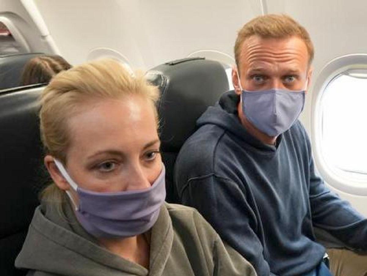 Полицейского из Петербурга заподозрили в продаже данных о возможных отравителей Навального