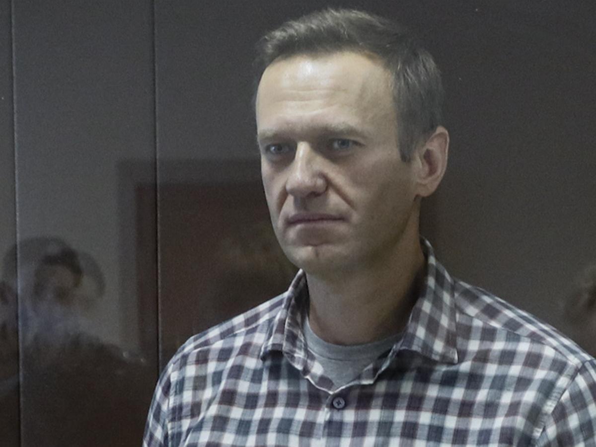 Навальный пожаловался на пытки бессонницей