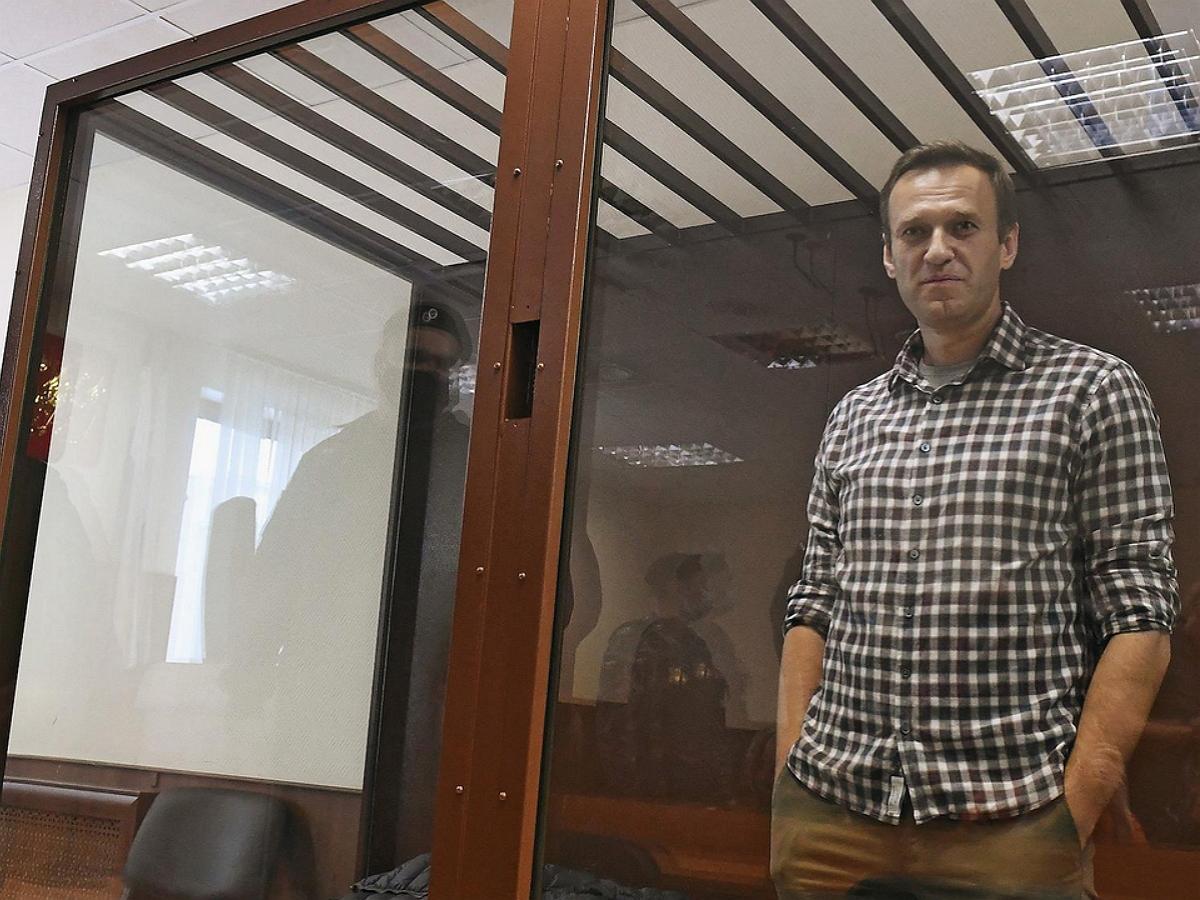 """""""Мы сушим сухари"""": Навальный вышел на связь из СИЗО во Владимирской области"""