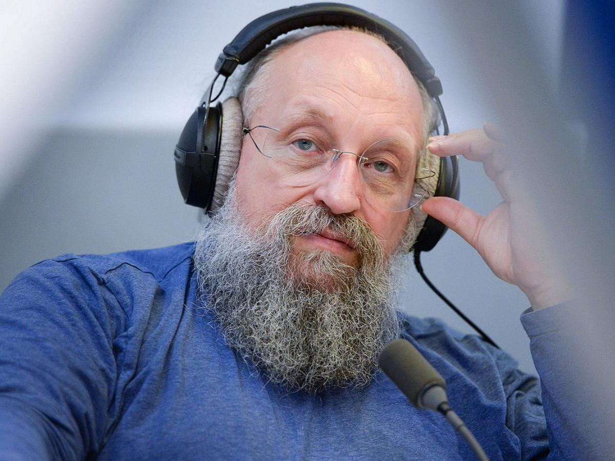Вассерман назвал истинные цели Киева по стягиванию ВСУ в Донбассе